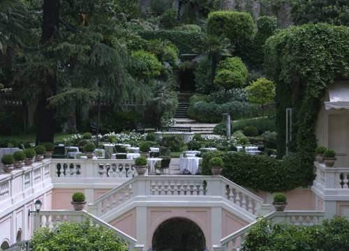 Widok na ogrody w Rocco Forte Hotel De Russie
