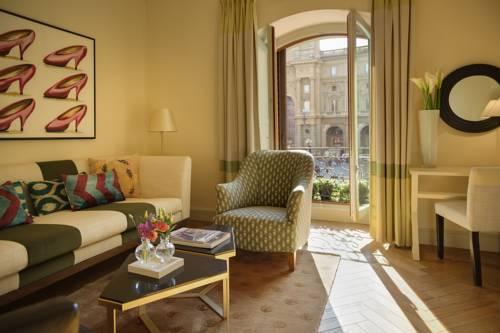 Pokój dzienny w Hotelu Rocco forte Savoy