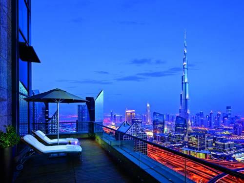 Balkon w hotelu na widok Dubaju