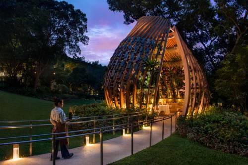 Altanka w ogrodzie w hotelu Shangri-La Hotel, Singapur