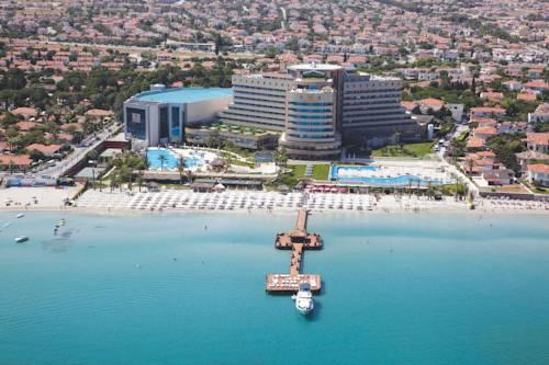 Widok z lotu ptaka na morze i Sheraton Cesme Hotel, Resort and Spa, Turcja