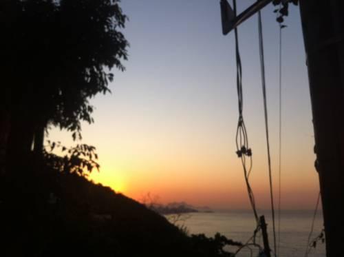 zachód słońca z sheraton grand rio hotel resort