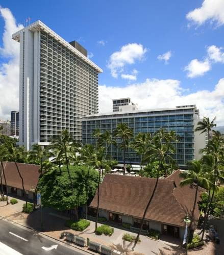 Dwa budynki kompleksu hotelarskiego Sheraton Princess Kaiulani