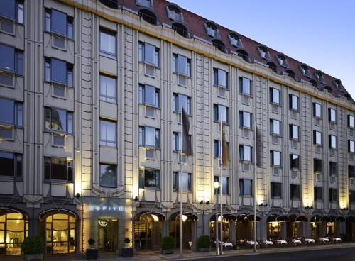 Okna hotelu sofitel berlin gendarmenmarkt