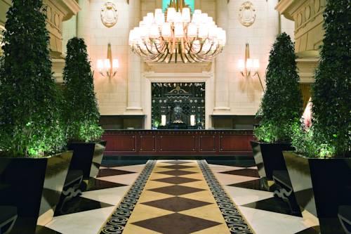 Główny hol wraz z recepcją w ekskluzywnym hotelu Hotel Sofitel Buenos Aires,