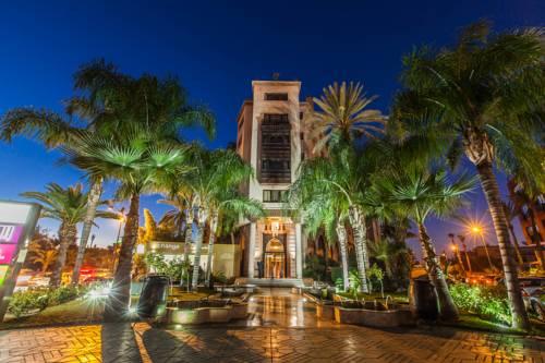 Ścieżka zbudowana z Palm w Hotelu Sofitel w Marakeszu