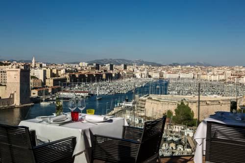 Widok z tarasu Hotel Sofitel Marseille Vieux Port, Francja