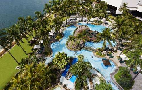 Kompleks basenów i palmy w sofitel philippine plaza manila