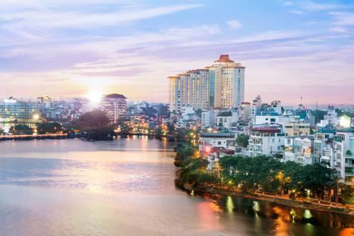 Zabytkowy hotel Sofitel Plaza w centrum Hanoi