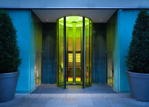 Wejście do hotelu St Martins Lane w Londynie