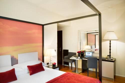 Łóżko z badachimem w starhotels anderson