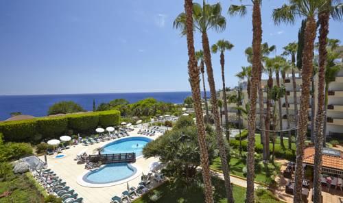 Widok z balkonu na basen suite hotel eden mar