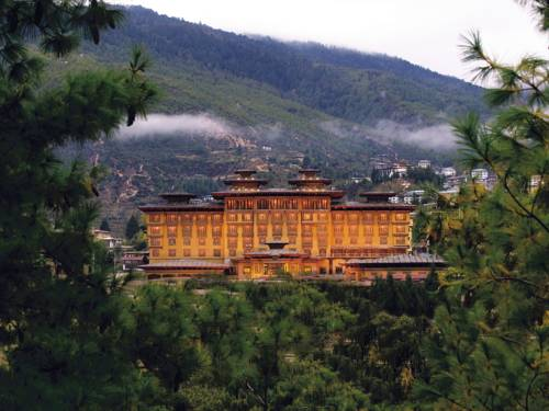 Hotel Taj Tashi Hotel w otoczeniu zieleni, Bhutan