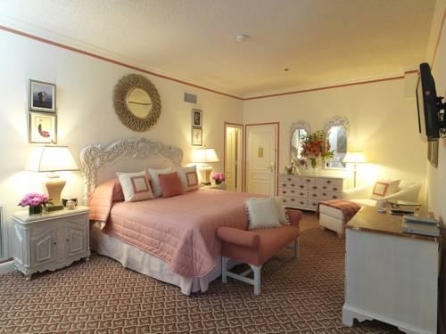 Landrynkowy pokój hotelowy w the chesterfield palm beach