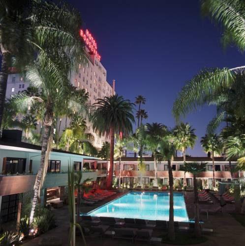 Nocna odsłona basenu hotelowego w The Hollywood Roosevelt