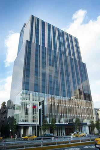 Potężny budynek hotelu The Okura Prestige Taipei, Tajwan