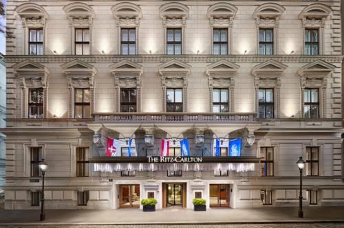 Imponująca kamienica hotelu The ritz carloton w Wiedniu
