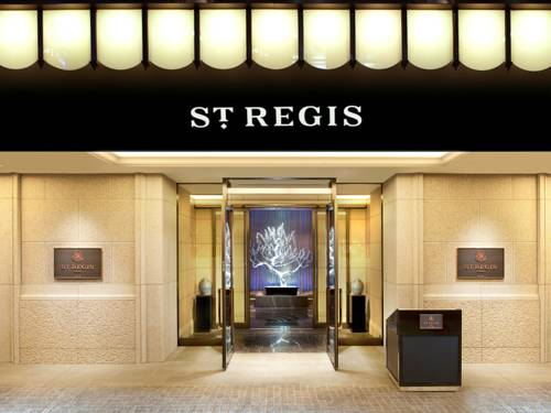 Logo hotelu the st regis osaka przed głównym wejściem