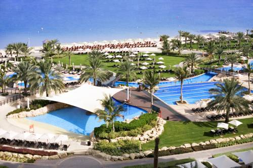 Kompleks ze spa raz basenami rekreacyjnymi basenu The Westin Dubai Mina Seyahi Beach Resort & Marina,