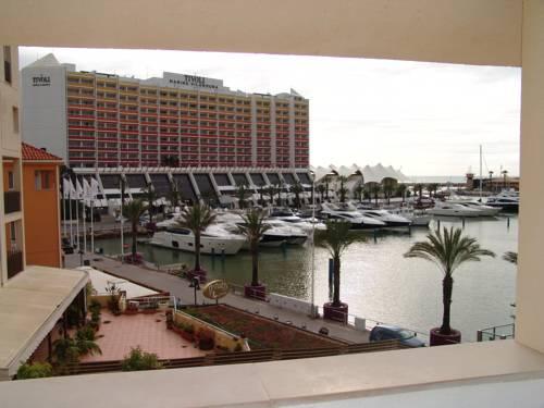 Widok na jachty oraz hotel Tivoli Marina Vilamoura, Portugalia
