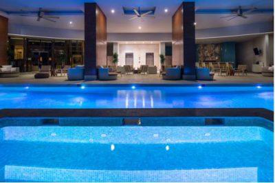 Basen wewnątrz hotelu Waldorf Astoria Panama