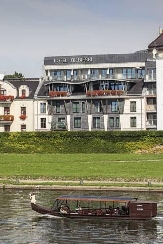 łódka przed niebieski art hotel spa