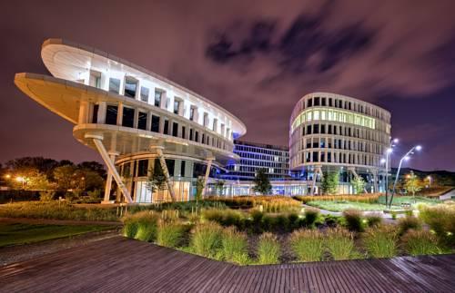 Innowacyjny budynek sound garden hotel airport