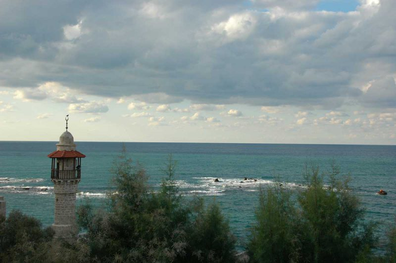 widok z brzegu na morze w pochmurny wietrzny dzień, Telawiw