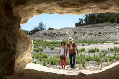 para turystów zmierzająca do jaskini, RPA