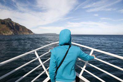 Człowiek na dziobie statku w RPA