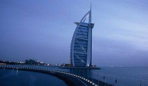 wieża hotelu Burj Al Arab w kształcie żagla, Dubaj