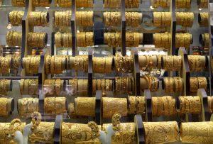 Półka sklepowa z biżuterią lokalną, Dubaj