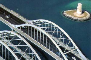 widok z lotu ptaka na most w Abu DHabi