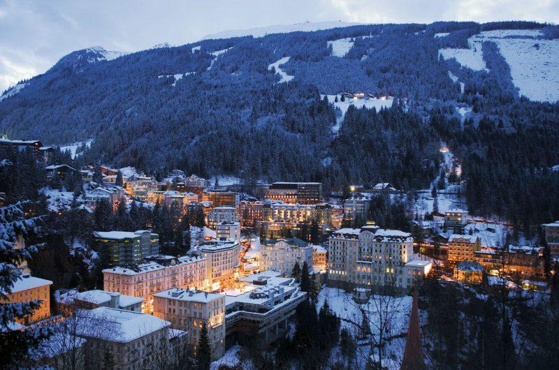 Zimowy obraz miasta Salzburgland, Austria