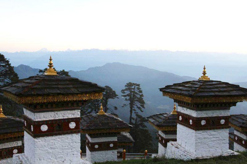 widok z wioski na dolinę Bhutan