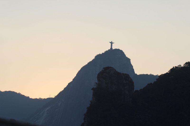Widok na statuę Zbawiciela w Rio de Janeiro