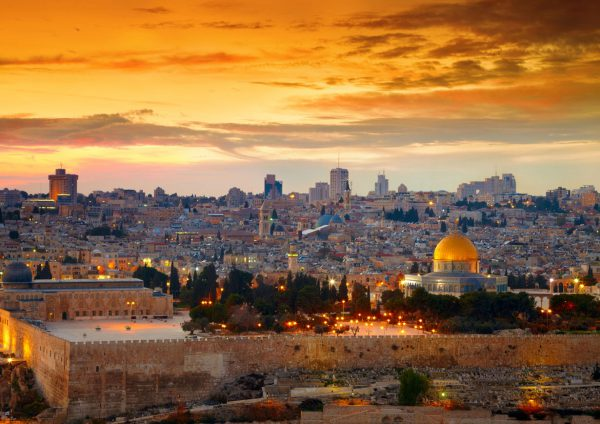 widok na panoramę Jerozolimy późnym popołudniem