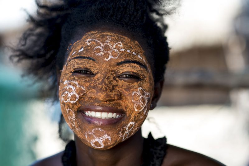Pomalowana twarz kobiety madagaskar