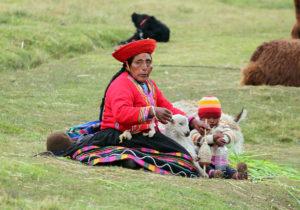 Kobieta z dzieckiem zamieszkująca Peru