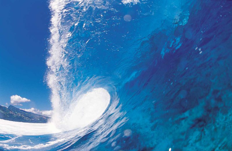 wysoka fala błękitnej wody Tahiti, Polinezja