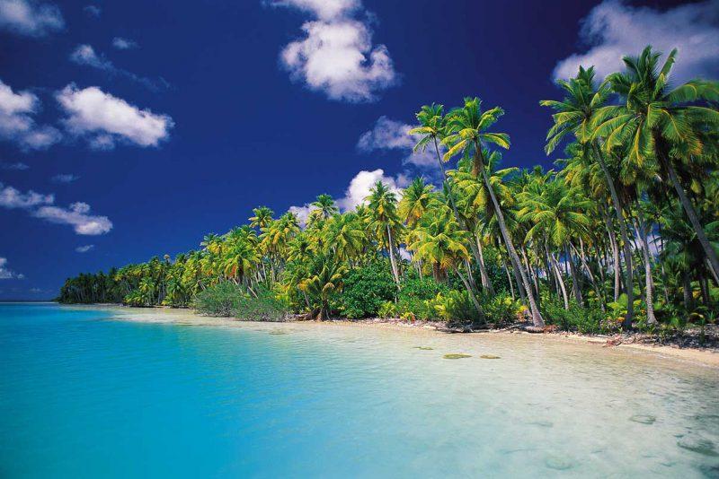 brzeg słonecznej tropikalnej plaży Thaiti, Polinezja