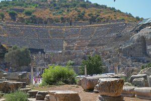 pozostałości po starożytnej budowli w Efezie