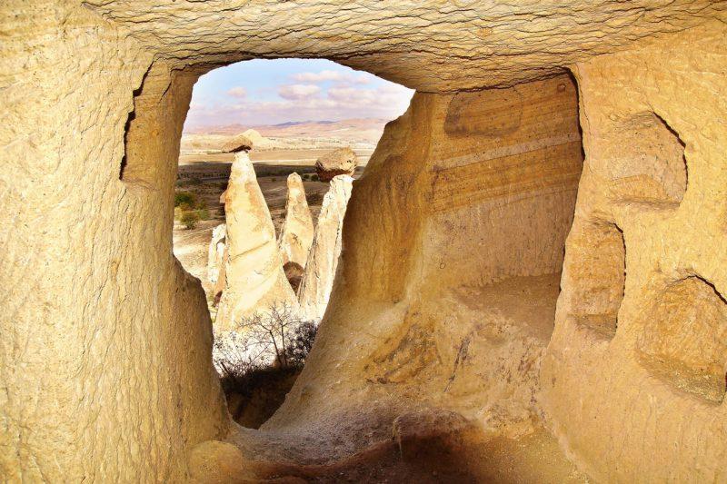 ujęcie od wewnątrz skalistej formacji, Kapadocja