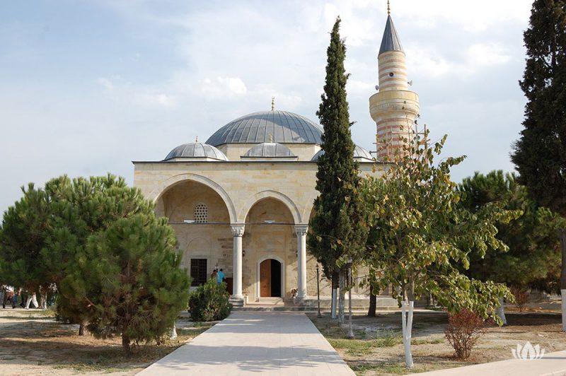 widok z zewnątrz na świątynię w Yalova, Turcja
