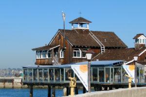 Restauracja na tarasie w wodzie w californii