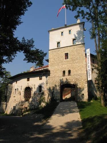 główne wejście do zamku korzkiew