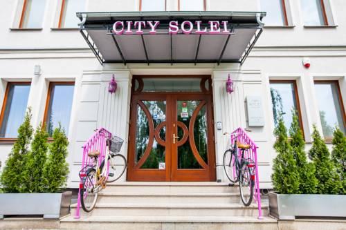 Rózwe barierki w hotelu City Solei Boutique Hotel