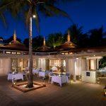 oświetlona wieczorną porą weranda restauracji phuket seafood