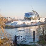 widok z oddali na salę koncertową La Seine Musicale, Francja