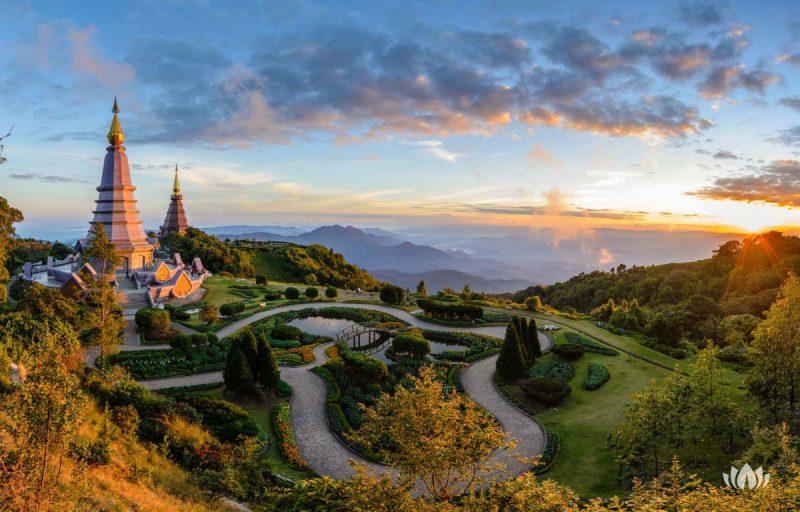 Doi Inthanon park narodowy podczas zmierzchu, Chiang mai, Tajlandia
